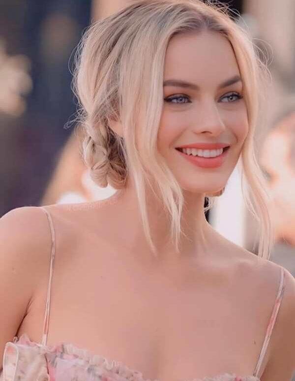 Margot Robbie – nàng thơ gợi cảm đến từ nước Úc