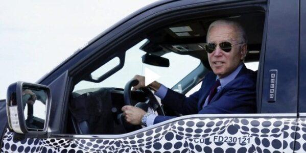 Tổng thống Mỹ lái thử xe bán tải điện của Ford