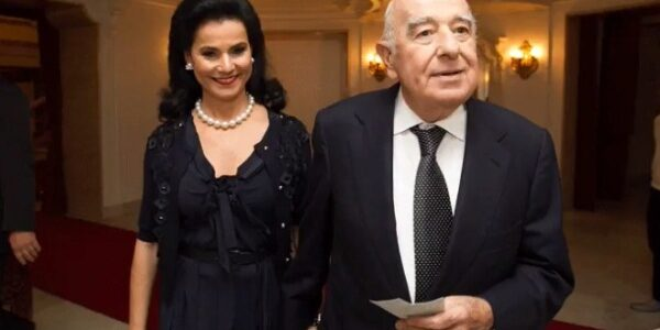 Tình yêu trọn đời của chủ ngân hàng giàu nhất thế giới và vợ