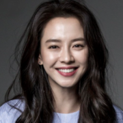 Song Ji Hyo tiết lộ quy trình chăm sóc 'làn da không tuổi'